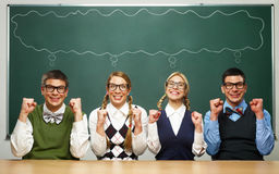 Τέσσερα nerds λένε ΝΑΙ Στοκ φωτογραφίες με δικαίωμα ελεύθερης χρήσης