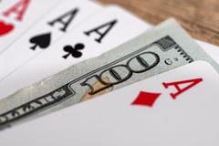 Τέσσερις άσσοι πόκερ με το δολάριο 100 Στοκ εικόνα με δικαίωμα ελεύθερης χρήσης