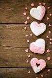 Τέσσερις εορταστικές διακοσμημένες καρδιές μπισκότων Στοκ Εικόνα