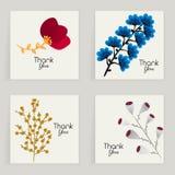 Τέσσερις κάρτες Συρμένο χέρι δημιουργικό λουλούδι Ζωηρόχρωμο καλλιτεχνικό υπόβαθρο με το άνθος Αφηρημένο χορτάρι Στοκ φωτογραφία με δικαίωμα ελεύθερης χρήσης