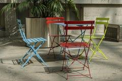 Τέσσερις καρέκλες και ένας πίνακας σχεδίου σε ένα εσωτερικό πεζούλι στοκ φωτογραφία με δικαίωμα ελεύθερης χρήσης