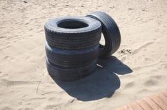 Τέσσερις ρόδες που εγκαταλείπονται στην παραλία Στοκ φωτογραφία με δικαίωμα ελεύθερης χρήσης