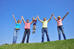 τέσσερις φίλοι ομαδοπο&i στοκ εικόνα με δικαίωμα ελεύθερης χρήσης