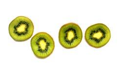 Τέσσερις φρέσκες φέτες των φρούτων ακτινίδιων που απομονώνονται στο άσπρο υπόβαθρο Στοκ εικόνες με δικαίωμα ελεύθερης χρήσης