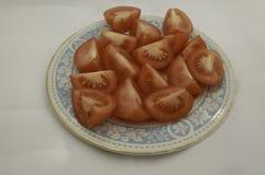 Τέταρτα ντοματών στο πιάτο Στοκ Εικόνα
