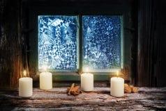 Τέταρτη εμφάνιση, διακόσμηση Χριστουγέννων με τα κεριά Στοκ Εικόνα