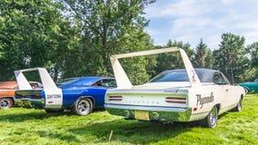 1969 τέχνασμα Daytona και 1970 Πλύμουθ Superbird Στοκ Φωτογραφίες