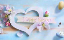 Τέχνη ευτυχές Πάσχα  Υπόβαθρο Πάσχας με τα αυγά Πάσχας και την άνοιξη Στοκ Φωτογραφία