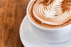 Τέχνη κινηματογραφήσεων σε πρώτο πλάνο latte Στοκ Εικόνες