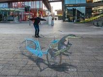 Τέχνη οδών που παρουσιάζει οπτική παραίσθηση Στοκ εικόνα με δικαίωμα ελεύθερης χρήσης