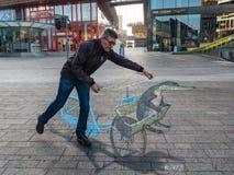 Τέχνη οδών που παρουσιάζει οπτική παραίσθηση Στοκ φωτογραφία με δικαίωμα ελεύθερης χρήσης