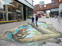 Τέχνη οδών που παρουσιάζει οπτική παραίσθηση Στοκ Εικόνες