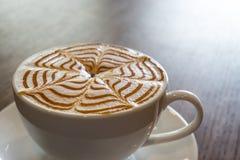 Τέχνη φλιτζανιών του καφέ latte Στοκ φωτογραφίες με δικαίωμα ελεύθερης χρήσης