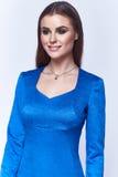Τέλεια ένδυση τρίχας brunette μορφής σωμάτων γυναικών ύφους μόδας Στοκ φωτογραφία με δικαίωμα ελεύθερης χρήσης