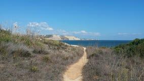 Τέλεια ημέρα στην ήρεμη παραλία στην Πορτογαλία Στοκ φωτογραφία με δικαίωμα ελεύθερης χρήσης