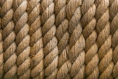 Τέλεια κίτρινη τραχιά σύσταση σχοινιών κόκκινο σχοινί προτύπων ανασκόπησης μπλε ατελείωτο Εκλεκτική εστίαση Στοκ Φωτογραφία
