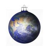 Τέλεια σφαίρα Χριστουγέννων στο άσπρο υπόβαθρο Στοκ Εικόνες