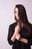Τέλεια όμορφη ελκυστική θηλυκή τοποθέτηση στην πρότυπη δοκιμή στο στήριγμα Στοκ Εικόνες