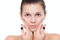Τέλειο λευκό σωμάτων προσώπου φροντίδας δέρματος γυναικών brunette Στοκ φωτογραφίες με δικαίωμα ελεύθερης χρήσης