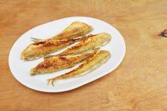 Τήξη ψαριών που τηγανίζεται σε ένα πιάτο Τοπ όψη Στοκ φωτογραφία με δικαίωμα ελεύθερης χρήσης