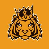 Τίγρη στη διανυσματική μασκότ κορωνών στοκ εικόνα με δικαίωμα ελεύθερης χρήσης