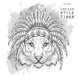 Τίγρη χρωματισμένο ινδικό roach Ινδικό φτερό headdress του αετού Το χέρι σύρει τη διανυσματική απεικόνιση Στοκ Εικόνα