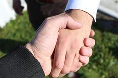 Τίναγμα επιχειρησιακών χεριών Στοκ εικόνα με δικαίωμα ελεύθερης χρήσης