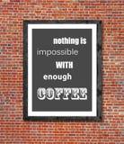 Τίποτα δεν είναι αδύνατο με αρκετό καφέ που γράφεται στο πλαίσιο εικόνων στοκ φωτογραφίες με δικαίωμα ελεύθερης χρήσης