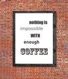 Τίποτα δεν είναι αδύνατο με αρκετό καφέ που γράφεται στο πλαίσιο εικόνων στοκ εικόνα με δικαίωμα ελεύθερης χρήσης