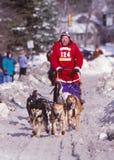 Τίτλος για τη γραμμή τερματισμού στο μαραθώνιο σκυλιών ελκήθρων του John Beargrease Στοκ Φωτογραφίες