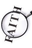 τίτλος πίστης πιό magnifier στοκ εικόνες
