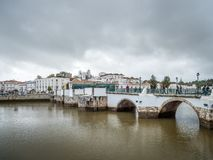 ΤΑΒΊΡΑ, ΝΟΤΙΟ ALGARVE/PORTUGAL - 8 ΜΑΡΤΊΟΥ: Γέφυρα άνω Ri στοκ φωτογραφίες με δικαίωμα ελεύθερης χρήσης