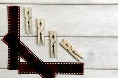 Ταινία για τη κάμερα και clothespins Στοκ Εικόνες