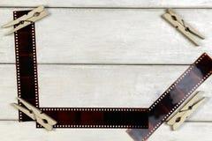Ταινία για τη κάμερα και clothespins Στοκ Φωτογραφία