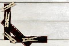 Ταινία για τη κάμερα και clothespins Στοκ εικόνα με δικαίωμα ελεύθερης χρήσης