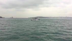 Ταινία μικρού μήκους του επιβατηγού πλοίου στο bosphorus της Κωνσταντινούπολης απόθεμα βίντεο