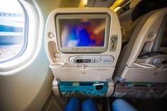 Ταινία προσοχής στο όργανο ελέγχου στην καμπίνα αεροπλάνων κατά τη διάρκεια της πτήσης Στοκ Φωτογραφίες
