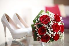 Τακούνια και λουλούδια Στοκ φωτογραφίες με δικαίωμα ελεύθερης χρήσης