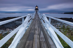 Τακτοποιήστε το φάρο σημείου στο ηλιοβασίλεμα, Maine, ΗΠΑ Στοκ Φωτογραφίες