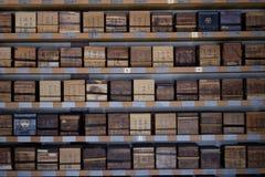 Τακτοποιημένα νεκρικά κιβώτια Ιαπωνία Κιότο τέφρας Στοκ Φωτογραφίες