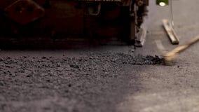 Τακτοποιώντας νέο RAD άσφαλτος στο δρόμο καταυλισμό φιλμ μικρού μήκους