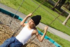 ταλάντευση αγοριών στοκ φωτογραφία με δικαίωμα ελεύθερης χρήσης