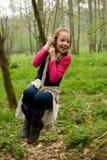 ταλάντευση σχοινιών κοριτσιών Στοκ Εικόνες