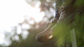 Ταλαντεμένος πόδια εφήβων