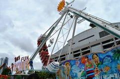 Ταλαντεμένος σκάφος Βίκινγκ στον κόλπο καρναβάλι μαρινών στοκ φωτογραφία
