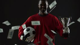 Ταλαντούχος επιτυχία εορτασμού αθλητικών φορέων, λογαριασμοί δολαρίων που πέφτει κάτω, σταδιοδρομία απόθεμα βίντεο