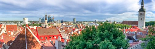 ΤΑΛΙΝ, ΕΣΘΟΝΙΑ - 15 ΙΟΥΛΊΟΥ 2017: Εναέρια άποψη πόλεων από Toompea Στοκ Εικόνα