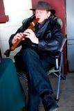 ΤΑΜΕΣΗΣ - 17 ΑΥΓΟΎΣΤΟΥ: Μουσικός στην ημέρα αγοράς του Τάμεση τον Αύγουστο Στοκ Εικόνες