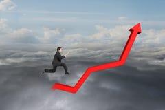 Ταμπλέτα εκμετάλλευσης επιχειρηματιών και άλμα στην κόκκινη γραμμή τάσης αύξησης Στοκ Εικόνες