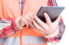 Ταμπλέτα εκμετάλλευσης χεριών κατασκευαστών Στοκ Εικόνα